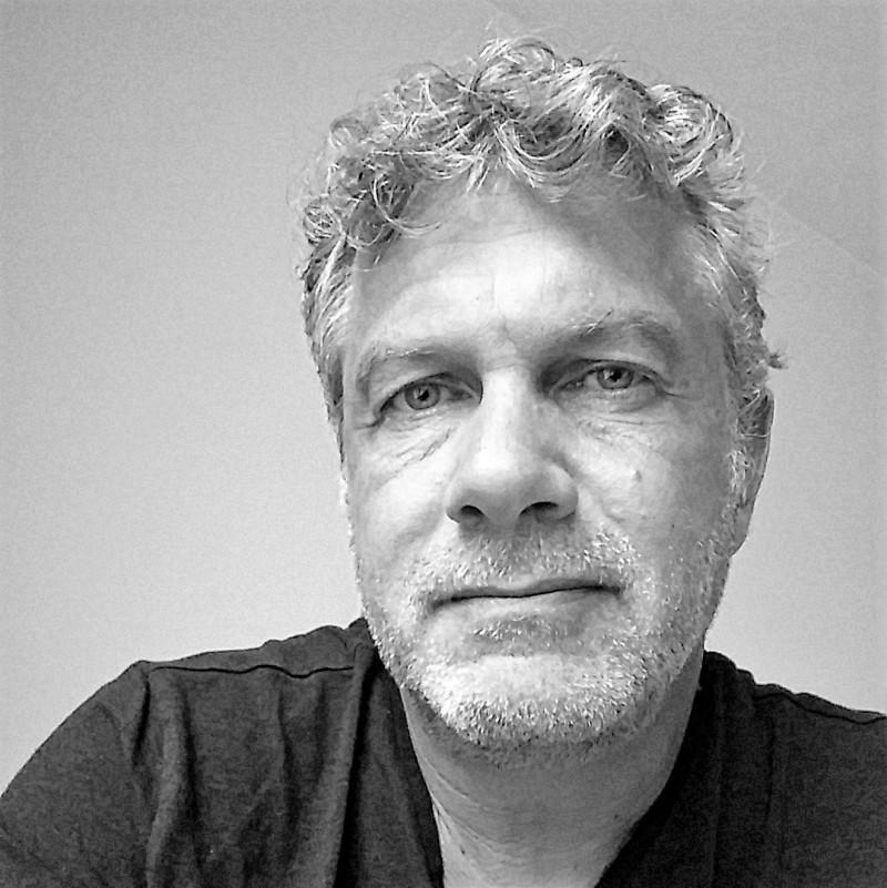 Prof. Dr. Peter Michael Bak ist Professor für Wirtschaftspsychologie an der Hochschule Fresenius,