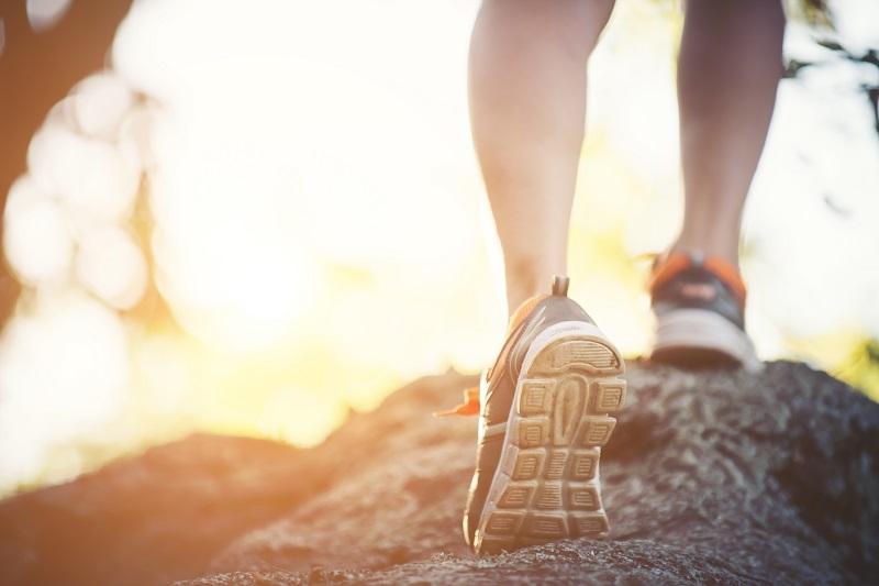 Mehr Sport zu treiben, gehört zu den häufigsten Zielen bei dem Wunsch nach Veränderung. Designed by jcomp / Freepik