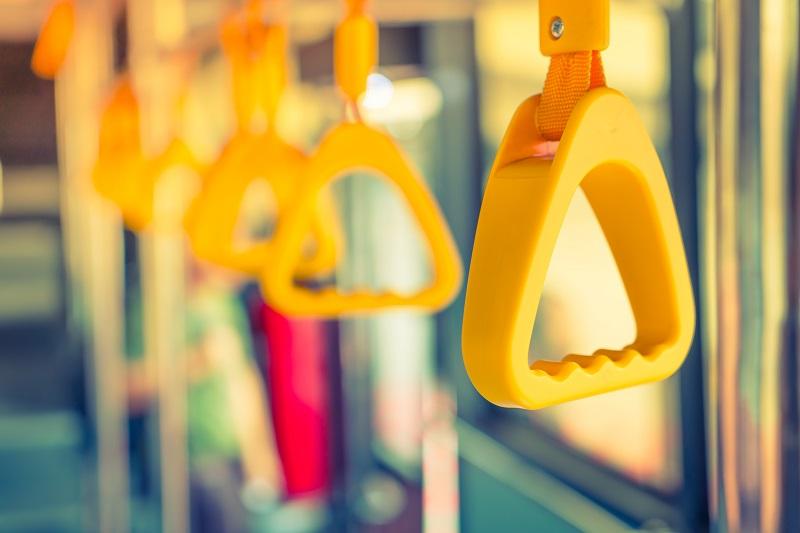 Bus fahren tut fast jeder, doch kaum jemand achtet darauf, wer eigentlich der Fahrer ist. Bild: Designed by jannoon028 / Freepik